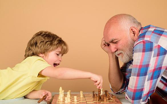 Bộ não đạt 'đỉnh cao nhận thức' khi chúng ta bao nhiêu tuổi? - Ảnh 1.