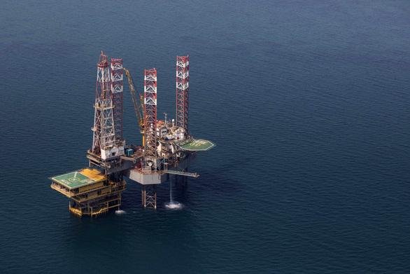 IMF dự báo giá dầu mức 40-50 USD/thùng, OPEC đối diện khủng hoảng lớn - Ảnh 1.