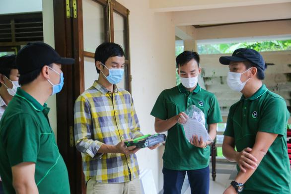 Quà bạn đọc báo Tuổi Trẻ đến với trẻ em mồ côi, khuyết tật ở vùng lũ Thừa Thiên Huế - Ảnh 1.