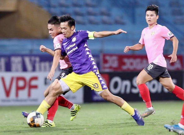 CLB Hà Tĩnh không thể thi đấu trên sân nhà vì mưa lũ - Ảnh 1.
