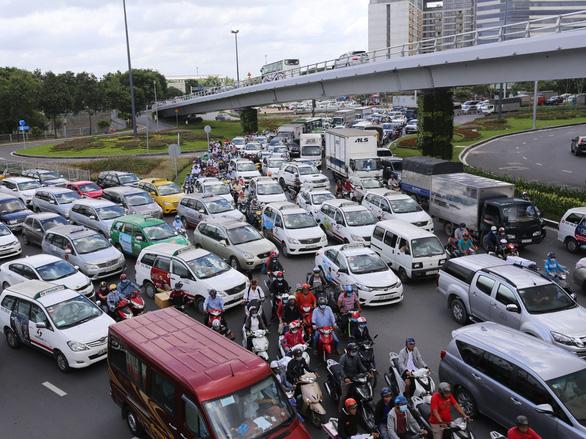 Kiến nghị giao đất quốc phòng để làm đường giải tỏa kẹt xe sân bay Tân Sơn Nhất - Ảnh 2.
