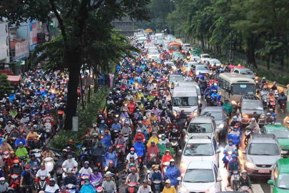 Kiến nghị giao đất quốc phòng để làm đường giải tỏa kẹt xe sân bay Tân Sơn Nhất - Ảnh 1.