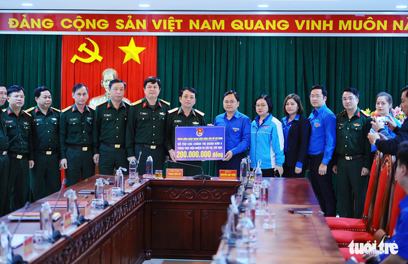Trung ương Đoàn chia sẻ mất mát với gia đình liệt sĩ ở thủy điện Rào Trăng 3 - Ảnh 1.