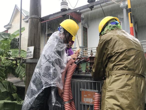 Điện lực Hà Tĩnh tăng cường ứng phó thiên tai - Ảnh 4.