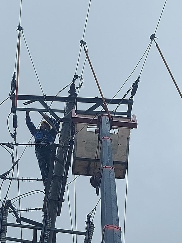 Điện lực Hà Tĩnh tăng cường ứng phó thiên tai - Ảnh 3.