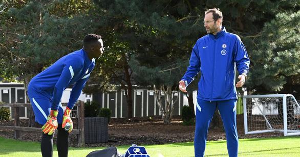 Chelsea gây sốc vì điền tên thủ môn giải nghệ Petr Cech để đá Premier League - Ảnh 1.