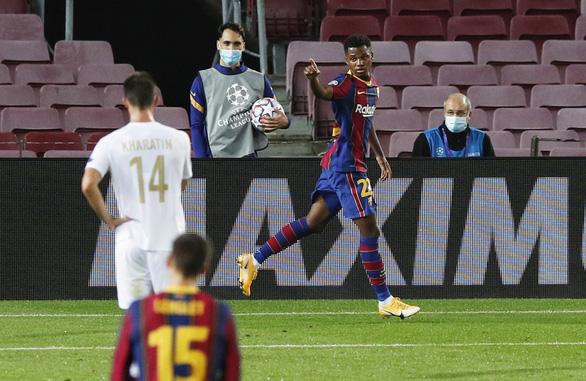 Chơi thiếu người, Barca vẫn thắng đậm ngày ra quân Champions League nhờ Messi - Ảnh 3.