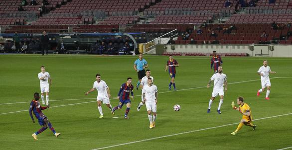 Chơi thiếu người, Barca vẫn thắng đậm ngày ra quân Champions League nhờ Messi - Ảnh 6.