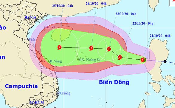 Bão số 8 liên tục tăng cấp khi hướng vào miền Trung, gió có thể giật cấp 14 - Ảnh 1.