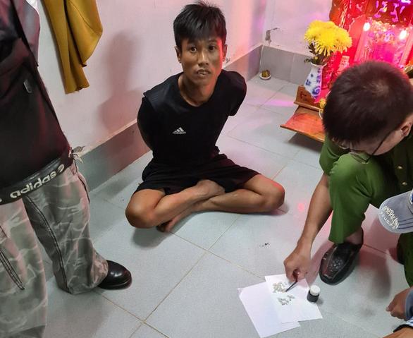 Bắt 2 người cầm đầu đường dây phân phối heroin cho người nghiện - Ảnh 2.