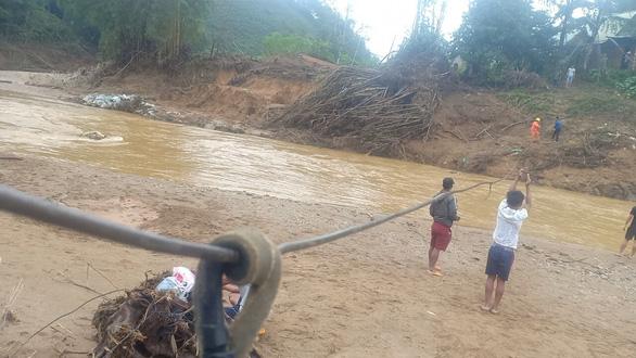 Sẽ khẩn cấp làm cầu ở nơi dân đu dây vượt sông - Ảnh 1.