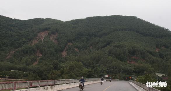 Xuất hiện nhiều điểm sạt lở chưa từng có ở Tuyên Hóa, Quảng Bình - Ảnh 7.