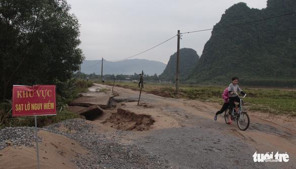 Xuất hiện nhiều điểm sạt lở chưa từng có ở Tuyên Hóa, Quảng Bình - Ảnh 8.