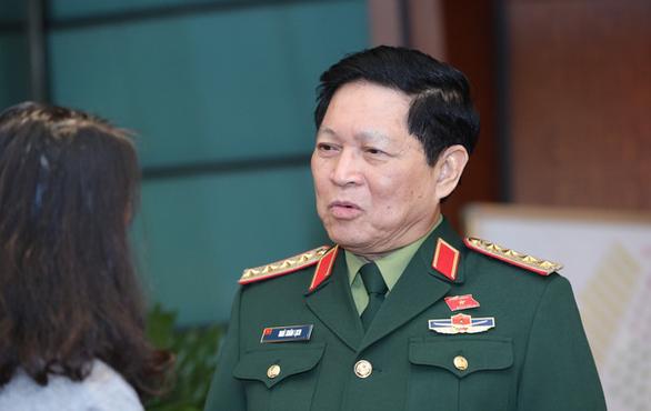 Bộ trưởng Bộ Quốc phòng: Sẵn sàng trực thăng chở lương thực cho dân - Ảnh 1.