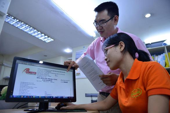 Cục Thuế TP.HCM cảnh báo: Hóa đơn điện tử cũng bị làm giả - Ảnh 1.