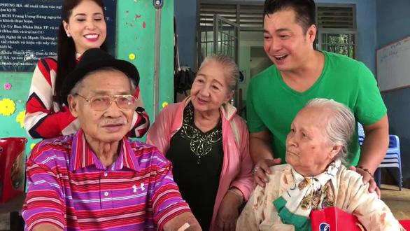 Con gái nghệ sĩ Lý Huỳnh cảm ơn Chính phủ đã giúp chị được về nước chăm sóc cha - Ảnh 3.