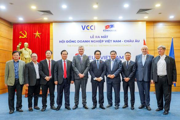 EuroCham: 67% doanh nghiệp nói triển vọng kinh doanh tại Việt Nam 'xuất sắc' - Ảnh 1.