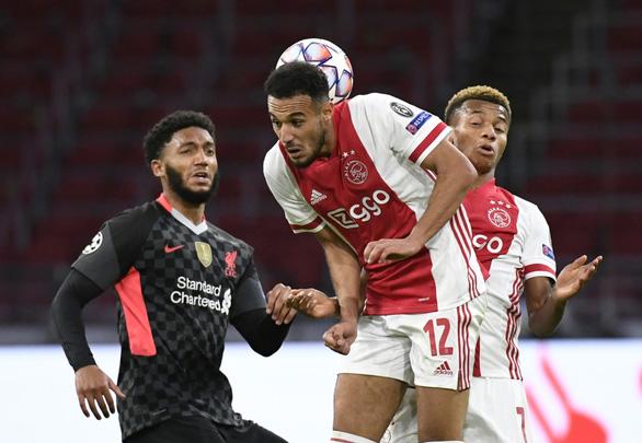 Hậu vệ Ajax phản lưới nhà giúp Liverpool có chiến thắng tối thiểu - Ảnh 2.