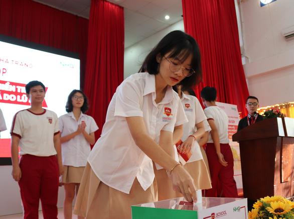 Một trường ở Nha Trang quyên góp 250 triệu đồng cho chương trình cứu trợ miền Trung - Ảnh 1.