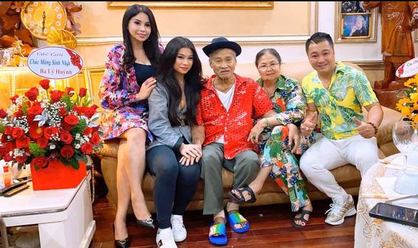 Con gái nghệ sĩ Lý Huỳnh cảm ơn Chính phủ đã giúp chị được về nước chăm sóc cha - Ảnh 4.