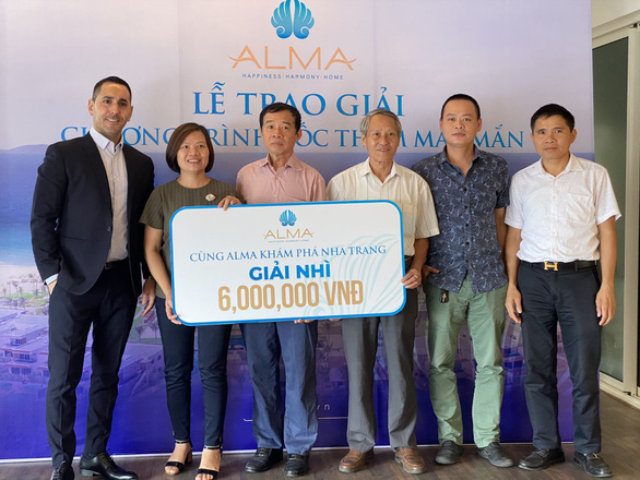 988 triệu đồng được Công ty ALMA trao cho các khách hàng may mắn - Ảnh 1.