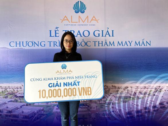 988 triệu đồng được Công ty ALMA trao cho các khách hàng may mắn - Ảnh 2.