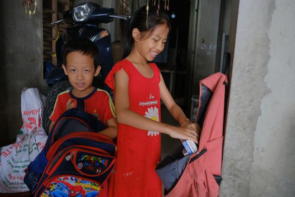Vùng lũ Thừa Thiên Huế dọn trường, phơi sách chuẩn bị lên lớp - Ảnh 3.