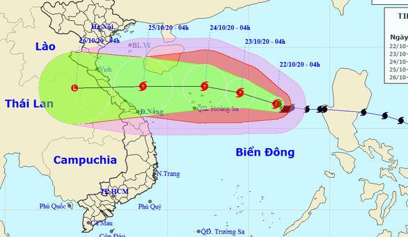 Sáng nay bão số 8 cách Hoàng Sa 470km, tiếp tục mạnh lên - Ảnh 2.