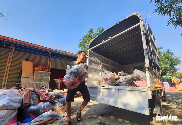 Chợ Hà Tĩnh ngổn ngang sau trận lũ lịch sử - Ảnh 6.