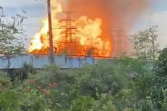 Khí đốt rò rỉ làm nổ tung đường ống, 3 người chết và 28 người bị thương - Ảnh 1.