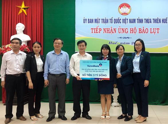 VietinBank dành hơn 15 tỉ đồng hỗ trợ đồng bào miền Trung bị lũ lụt - Ảnh 1.
