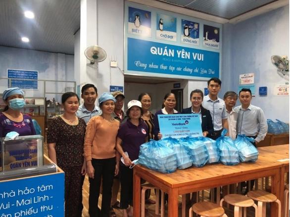 VietinBank dành hơn 15 tỉ đồng hỗ trợ đồng bào miền Trung bị lũ lụt - Ảnh 2.