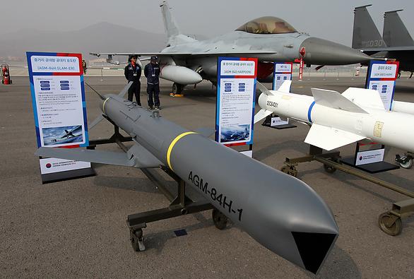 Mỹ bán hàng trăm tên lửa cho Đài Loan - Ảnh 1.