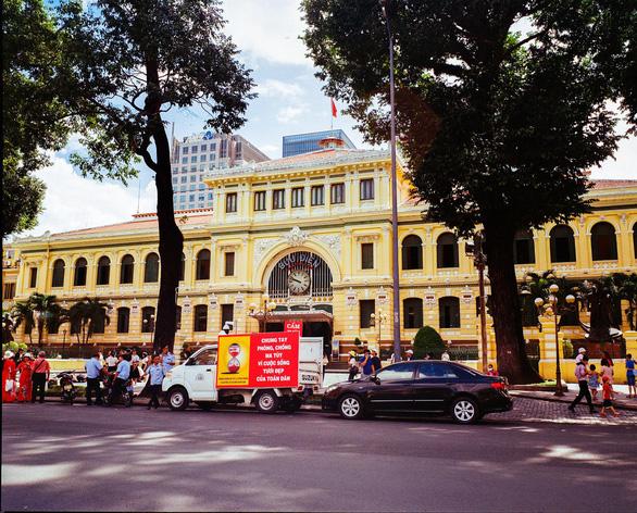 TP.HCM, Hà Nội bắt buộc đeo khẩu trang, chưa mở cửa đón du khách quốc tế - Ảnh 1.