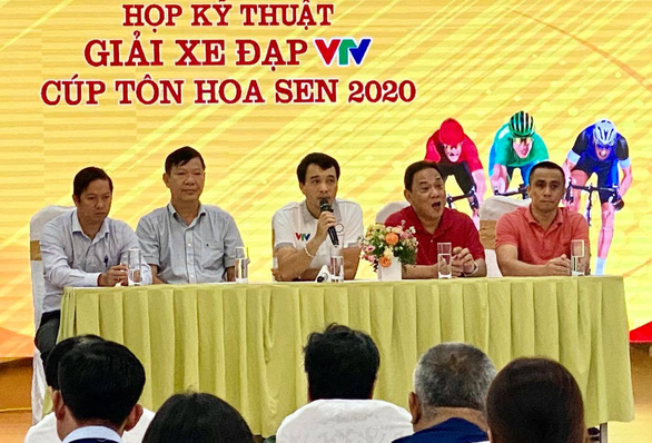 Giải đua xe đạp VTV Cúp Tôn Hoa Sen chung tay vượt lũ - Ảnh 1.