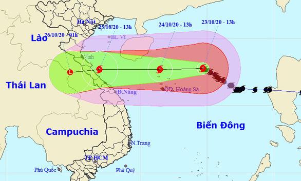 Đêm nay bão số 8 tăng tốc hướng vào đất liền Hà Tĩnh - Thừa Thiên Huế - Ảnh 1.