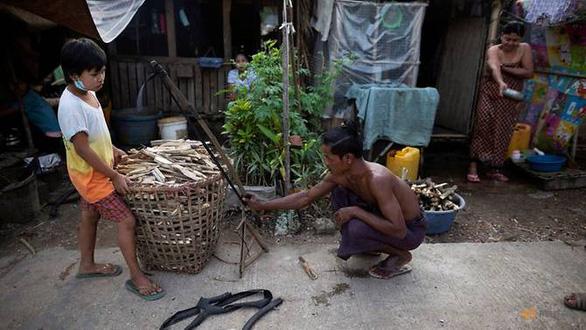 COVID-19 khiến người nghèo Myanmar phải ăn rắn, chuột qua ngày? - Ảnh 1.
