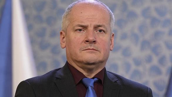 Ăn ở nhà hàng có lệnh đóng cửa, Bộ trưởng Y tế Czech bị báo lá cải bắt gặp - Ảnh 1.