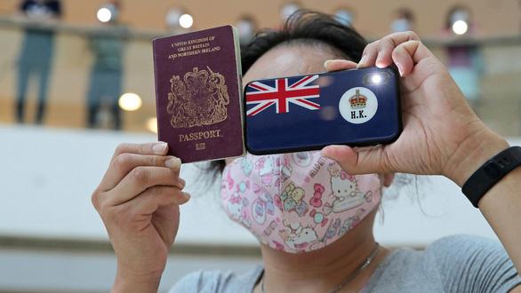 Anh công bố visa mới, mở đường cho dân Hong Kong sang sống lâu dài - Ảnh 1.