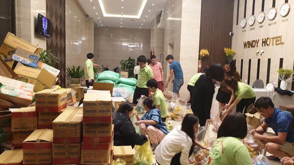 Khách sạn ở miễn phí cho các đoàn cứu trợ đến Quảng Bình - Ảnh 1.