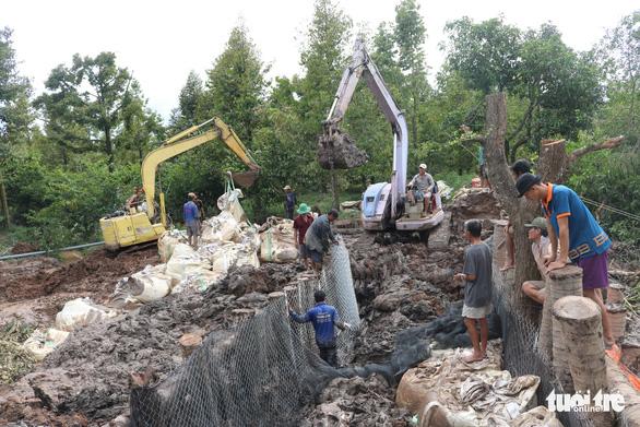 Sạt đường, triều cường tràn vào ngập úng vườn cây 120 hộ dân - Ảnh 3.