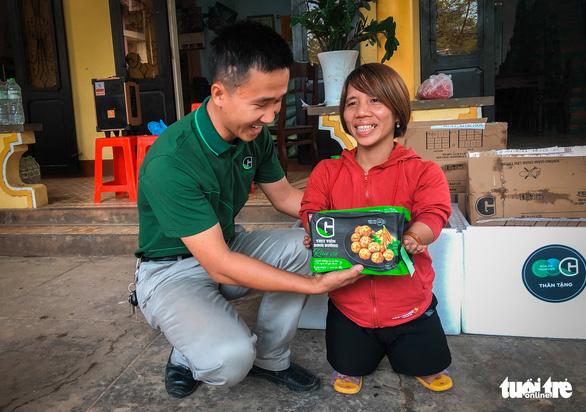 Quà bạn đọc báo Tuổi Trẻ đến các mái ấm, trung tâm xã hội Quảng Trị - Ảnh 2.