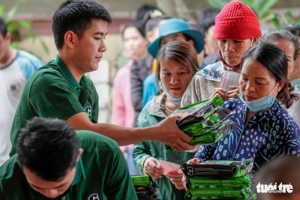 Quà bạn đọc báo Tuổi Trẻ đến các mái ấm, trung tâm xã hội Quảng Trị - Ảnh 3.