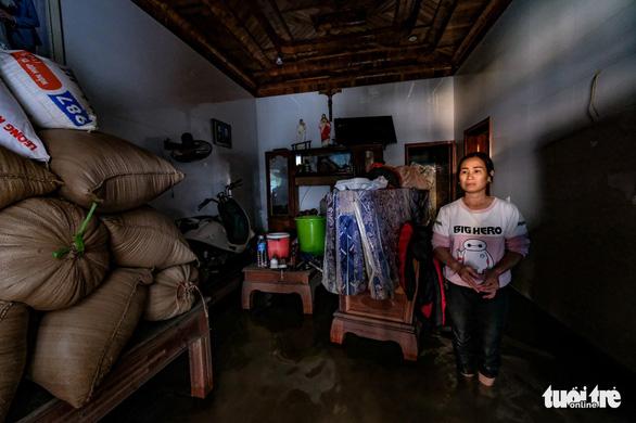 Yêu cầu tổ chức tín dụng miễn, giảm lãi, cơ cấu nợ cho khách bị thiệt hại do mưa lũ - Ảnh 1.