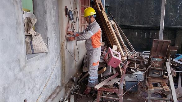 PC Hà Tĩnh: Nỗ lực cấp điện trở lại cho khách hàng sau mưa lũ - Ảnh 5.