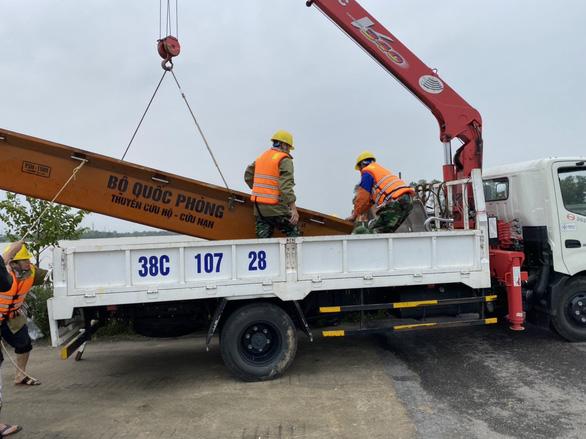 PC Hà Tĩnh: Nỗ lực cấp điện trở lại cho khách hàng sau mưa lũ - Ảnh 2.