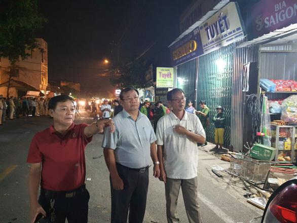 Sau tiếng nổ, xe tải tông xe 7 chỗ, nhiều xe máy rồi lao vào nhà dân, ít nhất 3 người chết - Ảnh 7.