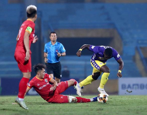Quang Hải ghi bàn quyết định, Hà Nội tạm vươn lên ngôi đầu - Ảnh 2.