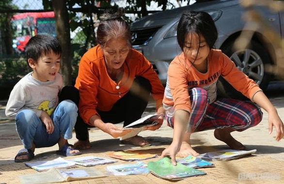 Nhà xuất bản Giáo dục Việt Nam hỗ trợ 25% sách giáo khoa mua tặng học sinh vùng lũ - Ảnh 1.