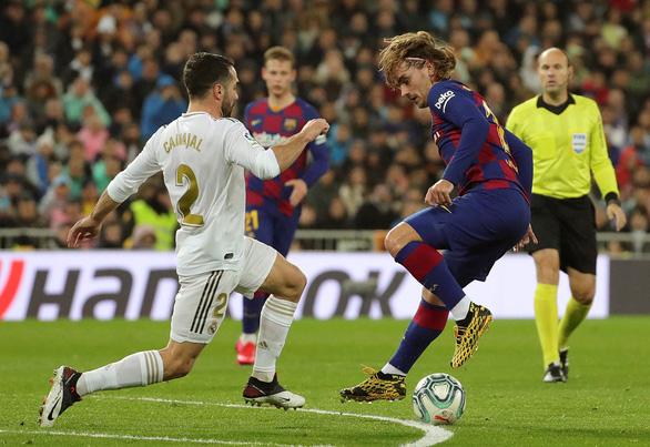 Siêu kinh điển Barca - Real Madrid: Xem ai... tệ hơn - Ảnh 1.